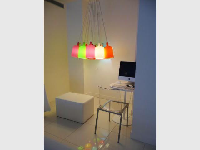 1 arc en ciel au coeur de paris. Black Bedroom Furniture Sets. Home Design Ideas