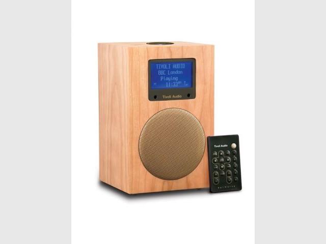 Radio en bois - Noël high tech