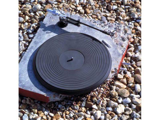 Concrete radio ron arad