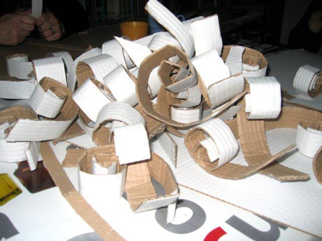 Découpe des bandelettes - Sapin en papier et carton