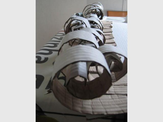 Pose des bandelettes - Sapin en papier et carton