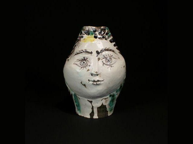 Tête de femme couronnée de fleurs - picasso céramiste