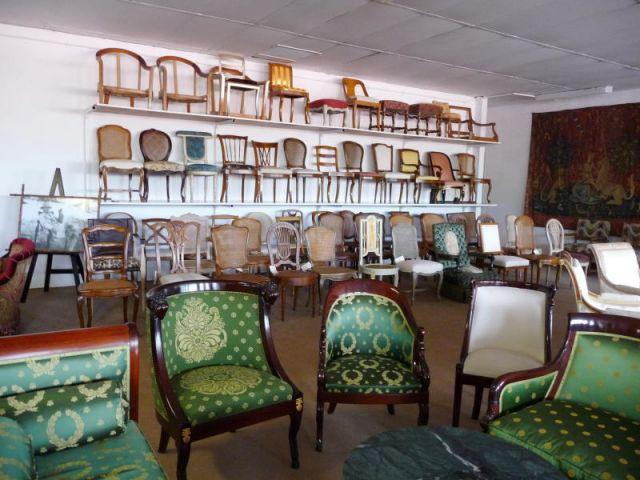 l 39 co participation tendue aux meubles. Black Bedroom Furniture Sets. Home Design Ideas