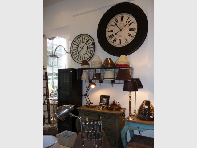 brocante chic paris. Black Bedroom Furniture Sets. Home Design Ideas