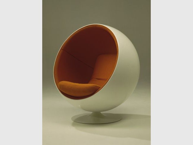 la ball chair une bulle de tranquilit. Black Bedroom Furniture Sets. Home Design Ideas