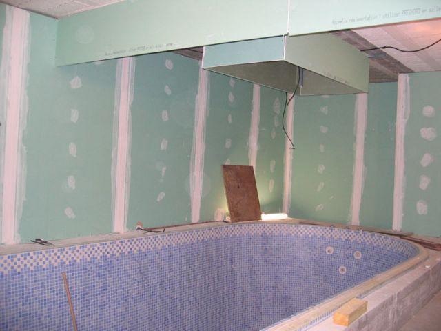 avant apr s 1 spa merge dans 1 sous sol. Black Bedroom Furniture Sets. Home Design Ideas