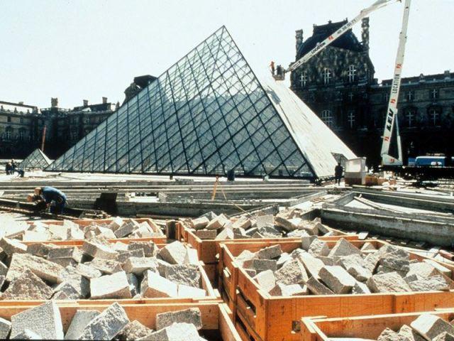 La Pyramide en construction, mars 1988
