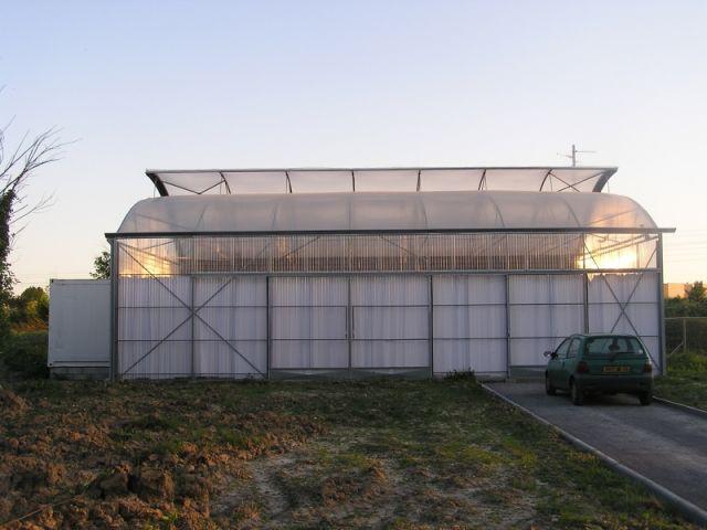 maison conteneurs serres toitures ouvertes