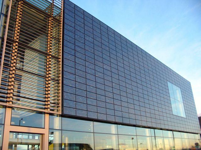 façade en panneaux photovoltaïques
