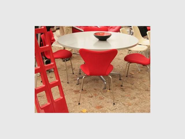 les puces du design d j 10 ans. Black Bedroom Furniture Sets. Home Design Ideas