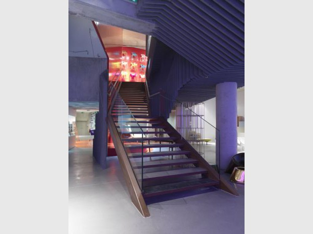 silvera r invente son showroom. Black Bedroom Furniture Sets. Home Design Ideas