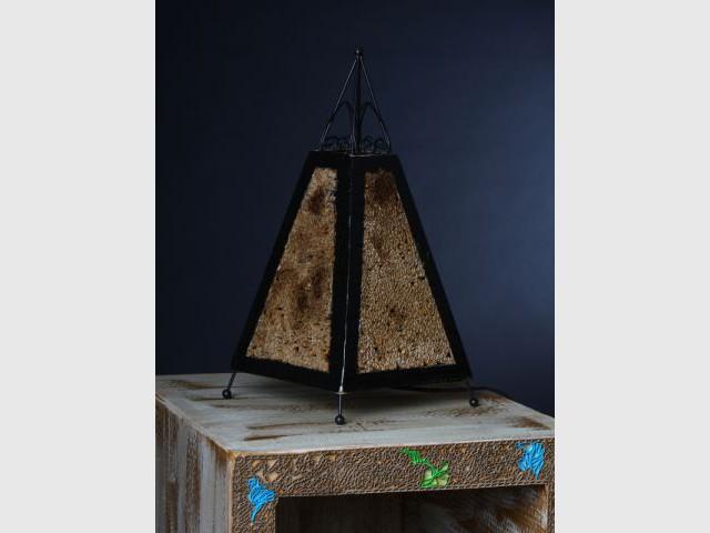 lampe en carton par Frédérique Bret