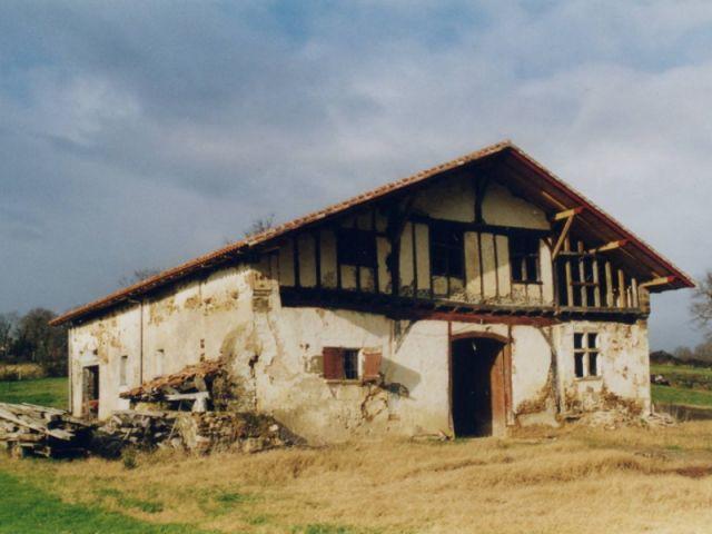 La maison laissée à l'abandon - maison basque