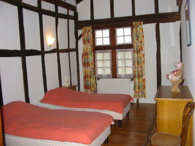 Une des neuf chambres de la maison - maison basque