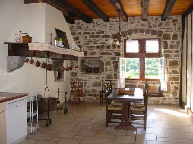 Une des deux cuisines toutes équipées - maison basque