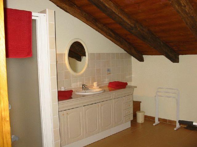 Une salle de bain - maison basque