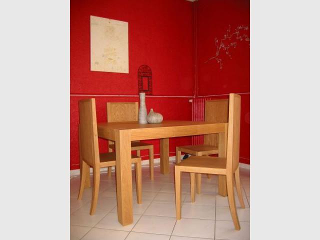 Table de salon et chaises