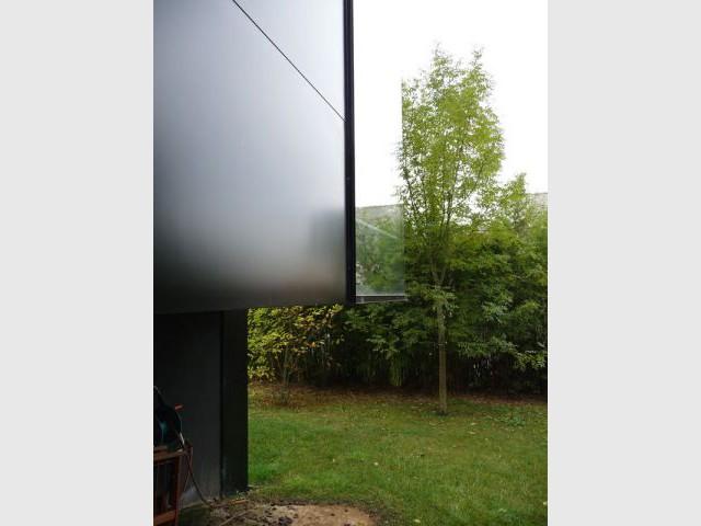 Porte-à-faux - Maison d'architecte verre et métal