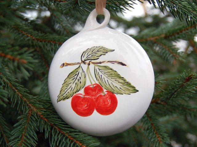 boule de Noël cerise faïence