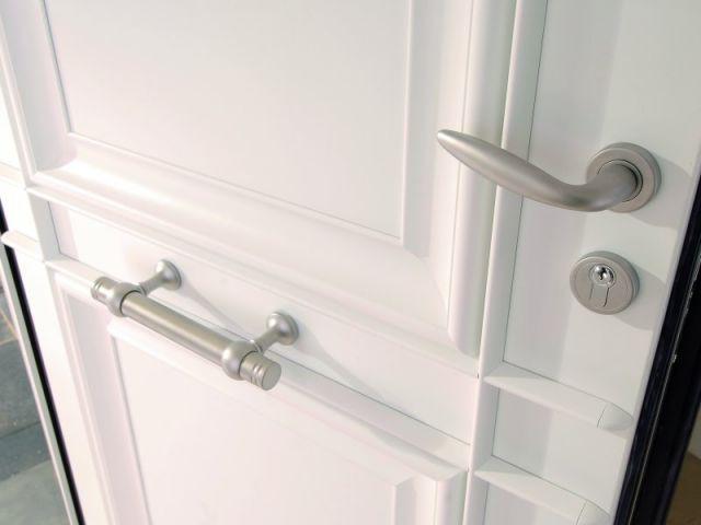 La porte d 39 entr e un objet qui met les sens en veil for Renover porte entree