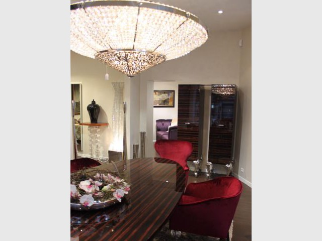 Table et chaise - boutique Bertrand Prestige