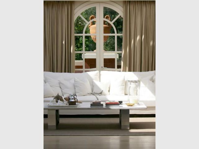 Une villa au charme renversant - La villa c une creation du studio guilhem guilhem ...