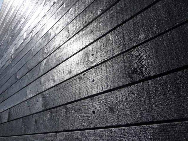 La couleur noire - maison en bois noire