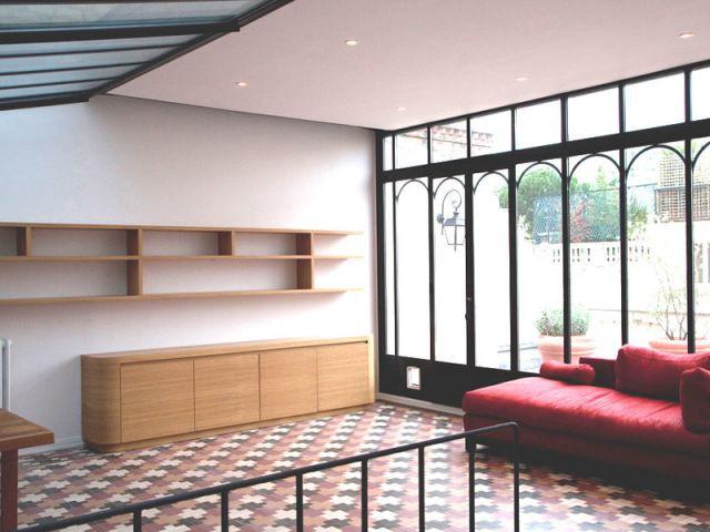 une verri re isol e et modernis e. Black Bedroom Furniture Sets. Home Design Ideas