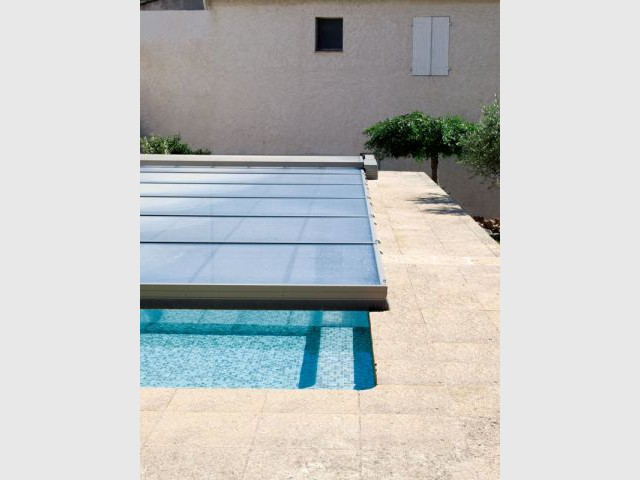 les piscines s 39 habillent de leurs plus beaux abris. Black Bedroom Furniture Sets. Home Design Ideas