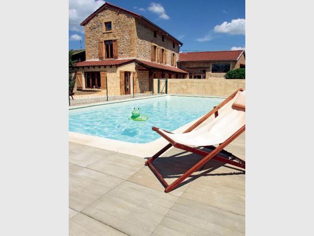 Pierre imitation bois - sol piscine