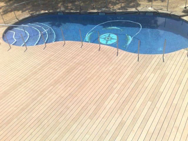 Bois composite beige - sol piscine