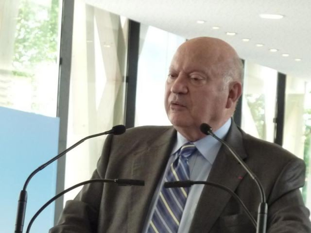 Le maire d'Issy-les-Moulineaux, André Santini - issy