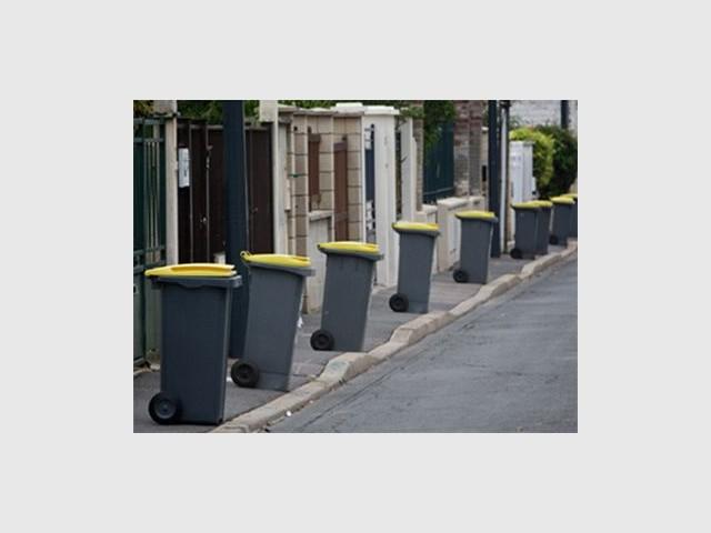 poubelles jaunes maison