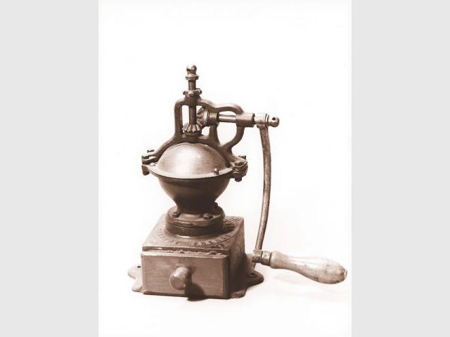 1855 : Moulins en fonte - Peugeot