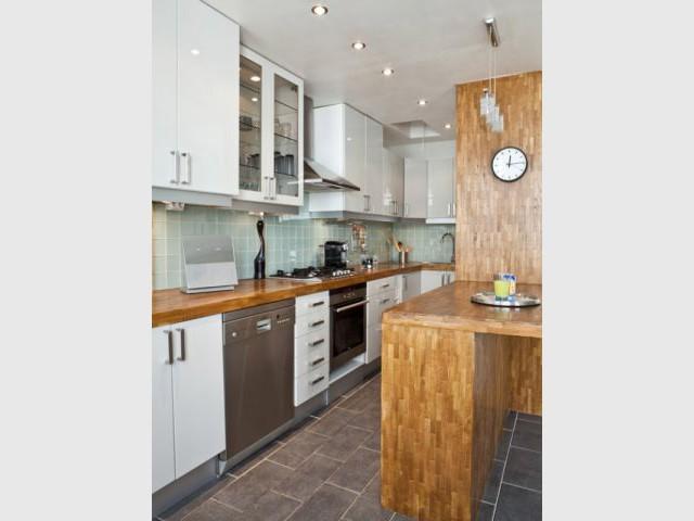 Plaque de cuisson décalée - cuisine moderne fonctionnelle