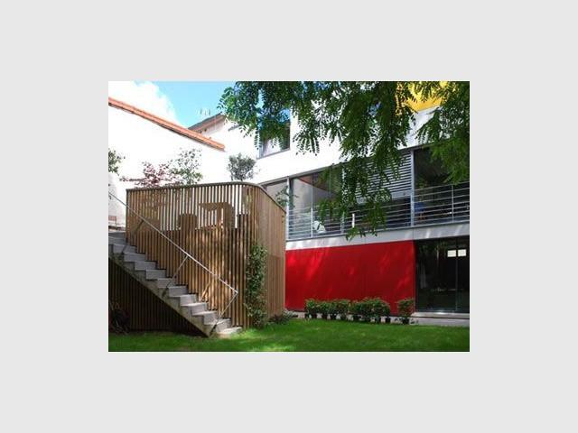 Côté jardin, les 4 chambres et le vaste espace de vie - maison