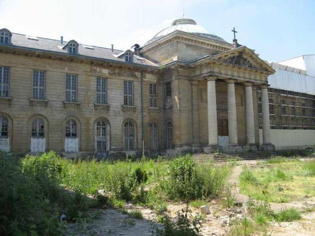 La cour intérieure, dans son état actuel - hôpital Royal Richaud Versailles