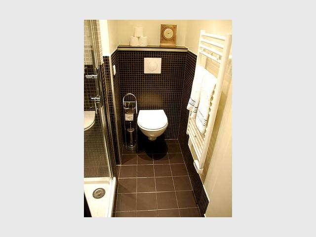 Des astuces pour optimiser une mini salle de bains - Micro salle de bain ...