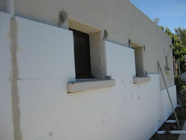 Pose des plaques de polystyrène - Pendant l'isolation - Isolation par l'extérieur