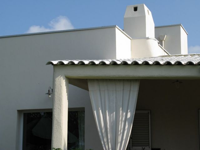 Détail du toit et de la cheminée - Après l'isolation - Isolation par l'extérieur