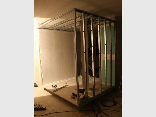 Structure du cube pendant le chantier - Reportage dressing