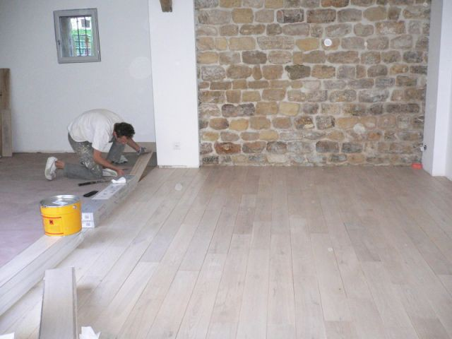 Aménagement intérieur : pose du parquet - Rénovation ébénisterie