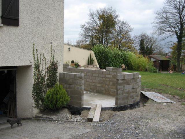 3ème étape : le montage des murs - Travaux terrasse