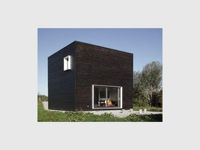 Une maison noire en Normandie - cube noir