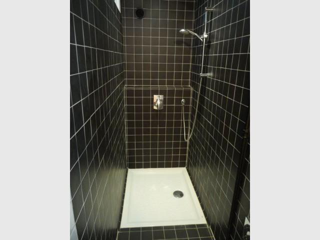 une vraie salle de bains am nag e dans 3m2. Black Bedroom Furniture Sets. Home Design Ideas