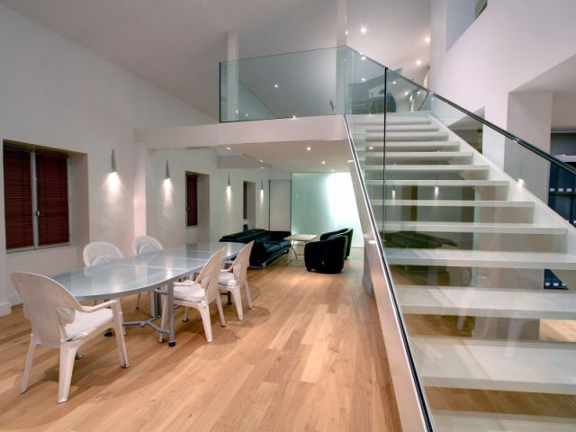 1 duplex tortueux transform en loft a rien. Black Bedroom Furniture Sets. Home Design Ideas