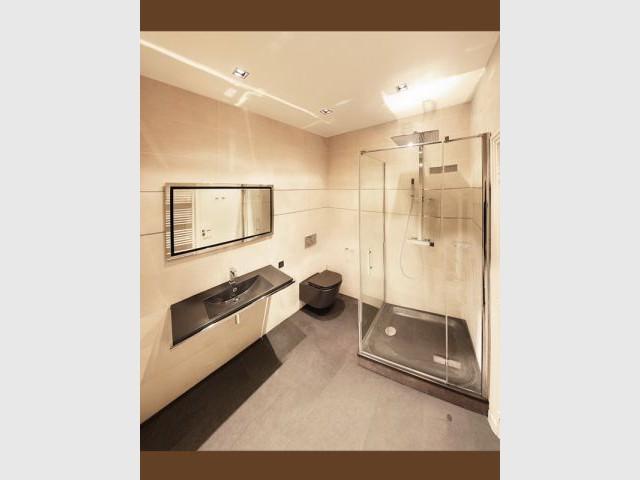 Salle de bains de Monsieur - Appartement B