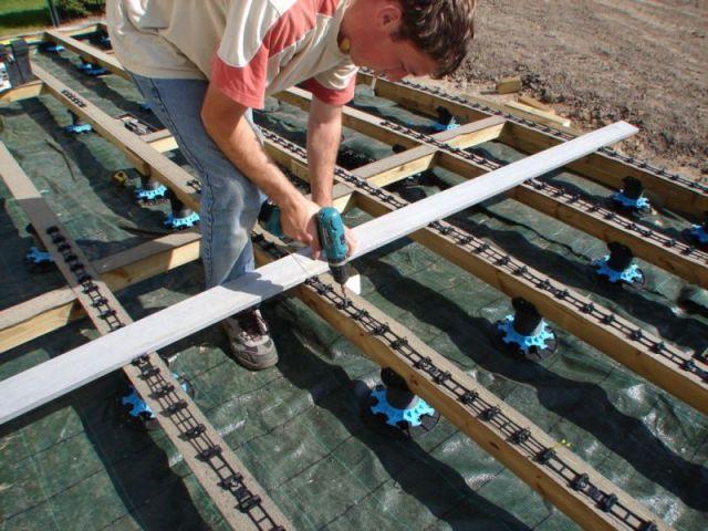 Etape 4 : pose des barrettes de clips - Montage terrasse bois
