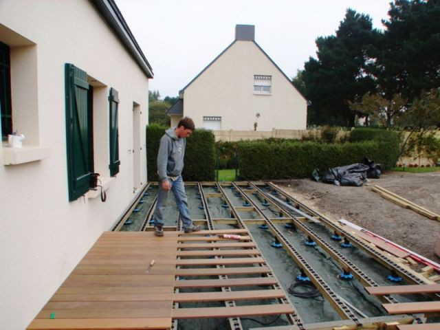 Etape 5 : fixation des lames - Montage terrasse bois