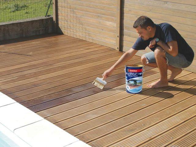 Terrasse bois : l'huile protectrice - Bien entretenir sa terrasse
